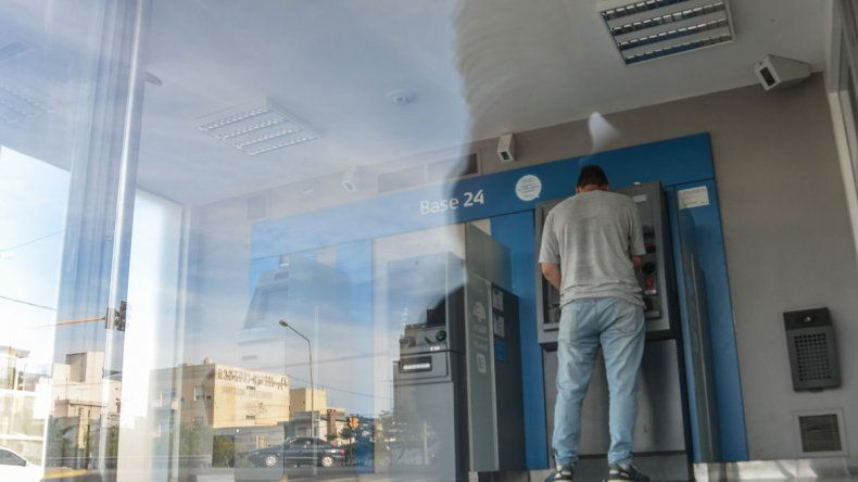 La mujer había extraído dinero del cajero de calle Perticone al 200.