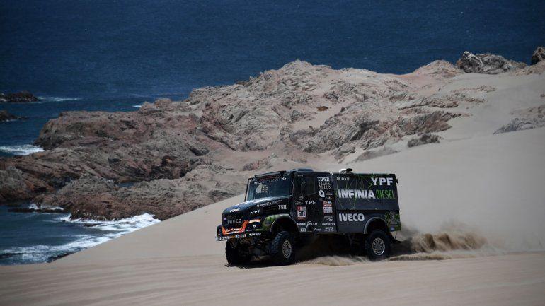 El Coyote Villagra se mantiene como escolta en la categoría camiones del Dakar