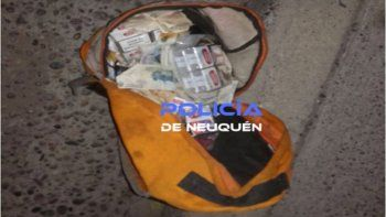 Los ladrones fueron detenidos con el botín escondido dentro de la mochila.