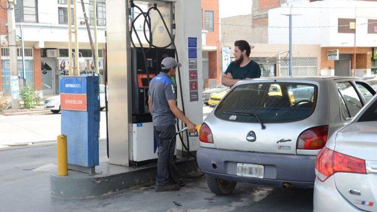 Por tercera vez en menos de un mes, mañana aumenta la nafta