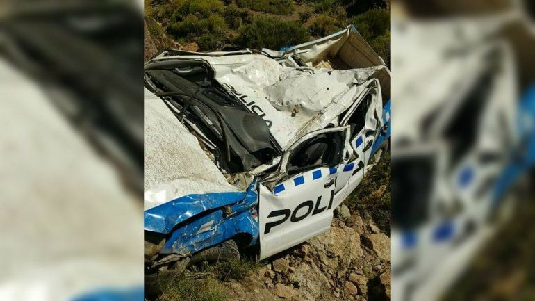 Un policía pasó de largo en una curva, cayó 100 metros por un precipicio y fue rescatado tras seis horas
