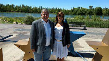 Alejandro Nicola y María Laura Vilche, ayer, en el Paseo de la Costa.