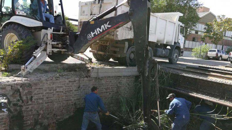 Retiraron treinta toneladas de basura del canal Láinez