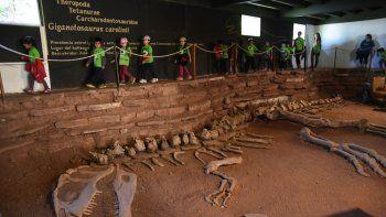 Con el hallazgo del Giganotosaurus carolinii en 1993, la villa entró en otra etapa más allá de la hidroeléctrica.
