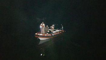 salio a pescar en un inflable y se perdio en el lago huechulafquen