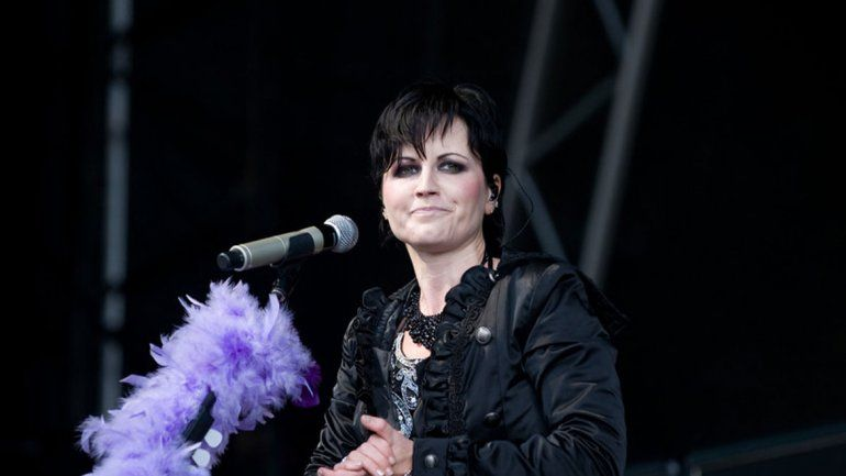 Confirman que la cantante de The Cranberries se ahogó en la bañera por accidente