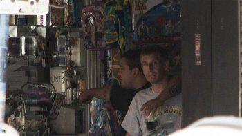 El malviviente, de 32 años, amenazó al dueño de una juguetería apuntándole con un arma al cuello. Había pedido la presencia de la televisión y comida.