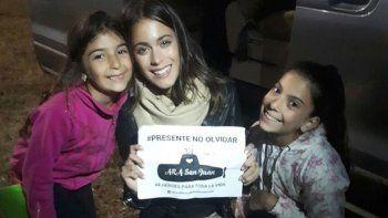 Tini en Mardel, junto a las hijas de un tripulante del ARA San Juan.