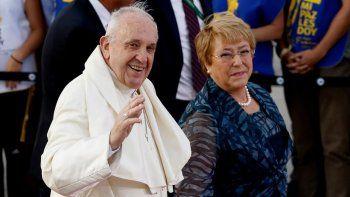 francisco se reunira con bachelet y oficiara su primera misa masiva