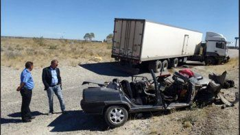 una familia entera murio al chocar contra un camion