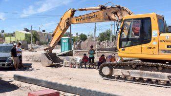 vecinos de una toma paralizan las obras del metrobus