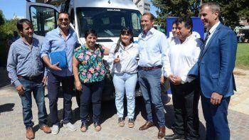 entregaron tres vehiculos para hospitales de la region