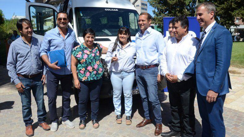 Entregaron tres vehículos para hospitales de la región