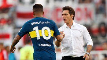 El Mellizo junto al colombiano Cardona, implicado con su compatriota Barrios.