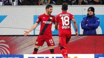 El ex River hizo los dos en el triunfo del Leverkusen.