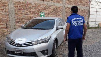 El Toyota Corolla fue encontrado abandonado en calle Pirquer de Neuquén.