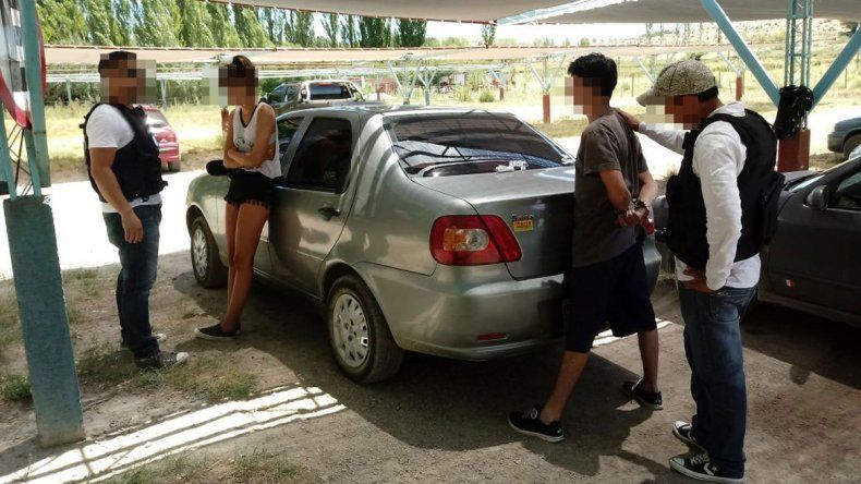 El momento en que la Policía logra ubicar a Julieta y su novio en un camping de la localidad de Mariano Moreno.