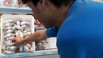 Les colocan alarmas a los salamines para evitar robos