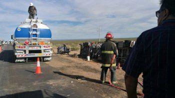 un camion volco y derramo combustible en challaco
