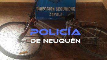 El detenido tenía la bicicleta robada y un cuchillo en su casa.