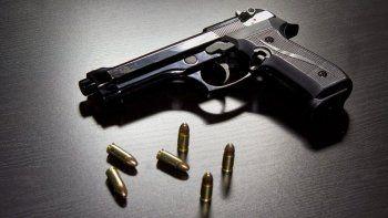 Fueron en Arroyito y Cutral Co. Los ladrones se alzaron con $112.000, un auto y dos celulares.
