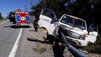 villa la angostura: una mujer grave en un tremendo accidente sobre la ruta 40