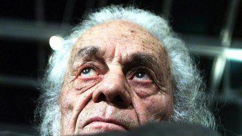 a los 103 anos, murio el poeta chileno nicanor parra