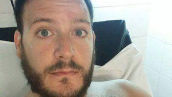 Emanuel Ferron en el hospital, con el brazo vendado tras la agresión.