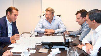 El gobernador junto a directivos de la empresa Camuzzi.