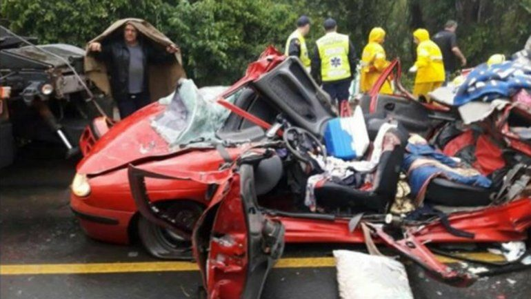 Tres argentinos murieron aplastados por un container en Florianópolis