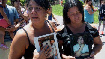 Los familiares de los chicos asesinados reclaman justicia. Todo ocurrió en una fiesta privada en City Bell.