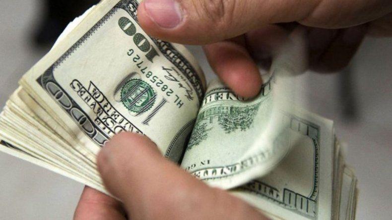 El dólar continúa en alza y ya se vende a $22