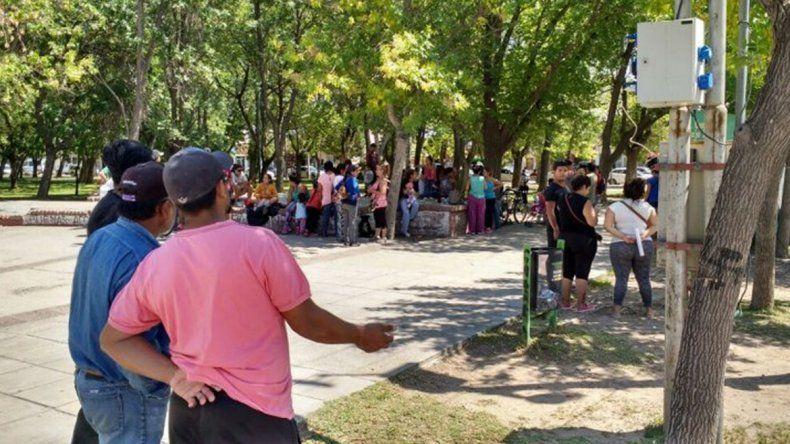 Familias que habían ocupado el loteo fueron recibidas ayer en el Municipio.