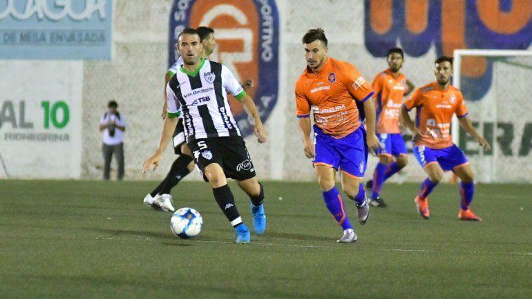 El Albinegro tuvo que trabajar para eliminar al Deportivo Roca.