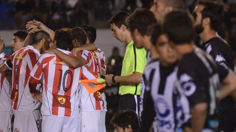 Ayer y hoy. El festejo de Independiente en La Visera en 2014 con Berra y Porra y ahora juntos en la práctica.
