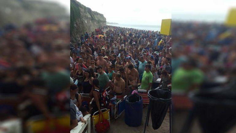 Impactante: masivo abandono de la playa cuando suena la tormenta
