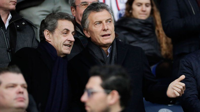 Junto a Sarkozy