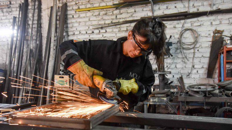 Las chicas cuentan que la mayoría de los clientes se asombran cuando las ven en acción. Hay días que trabajan hasta las diez de la noche.
