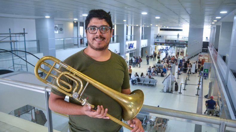 Pablo tiene 25 años y se formó en la Banda Infanto-Juvenil de la provincia.