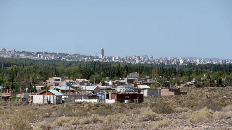 Un sector de Las Perlas con el imponente paisaje de la ciudad de Neuquén de fondo. Desde hace tiempo