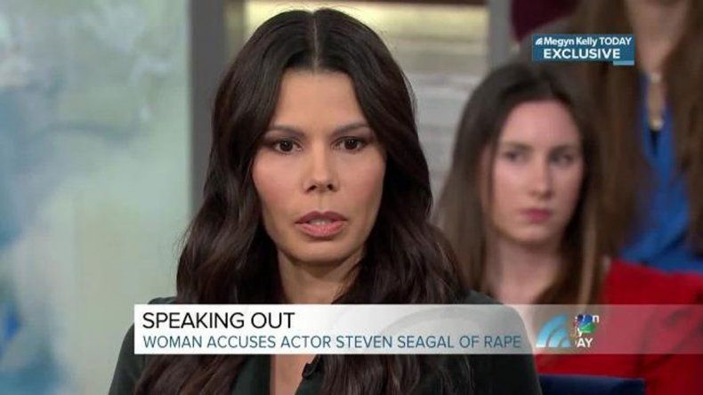 La actriz Regina Simons reveló que fue violada por Steven Seagal en 1993.
