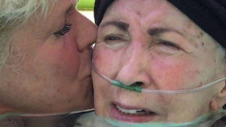 La mamá de la reina de los bajitos tiene mal de Parkinson.