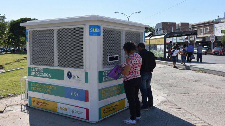 Ya funciona el nuevo puesto de recarga de SUBE y SAEM en el centro