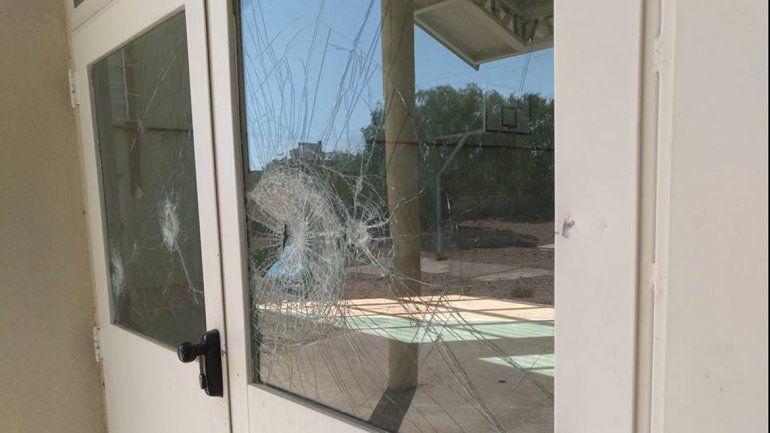 Destrozaron todos los vidrios del gimnasio del Cpem 44 del Parque Industrial