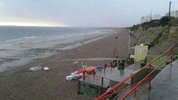 Quedo vacía: otra vez una tormenta provocó un masivo abandono de la playa en Las Grutas
