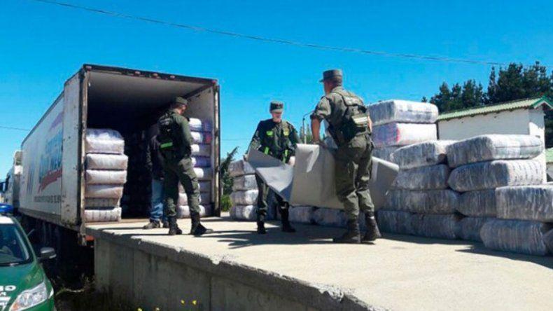 El cargamento lo detectó Gendarmería en un puente del Limay.