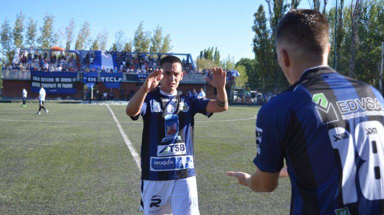 Al volante le tocó jugar suelto en la zona de ataque y respondió: tres goles y figura de la goleada en casa.