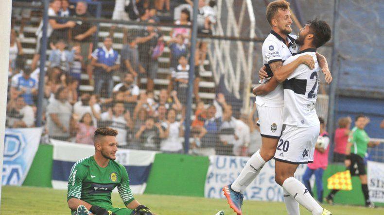 Gimnasia se quedó con la victoria ante Rosario Central por 2-1.