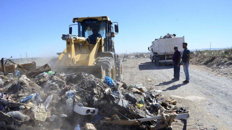 La meseta es una de las zonas de la capital neuquina donde más arrojan basura. Ahora quieren perseguir a los que tiran los residuos.