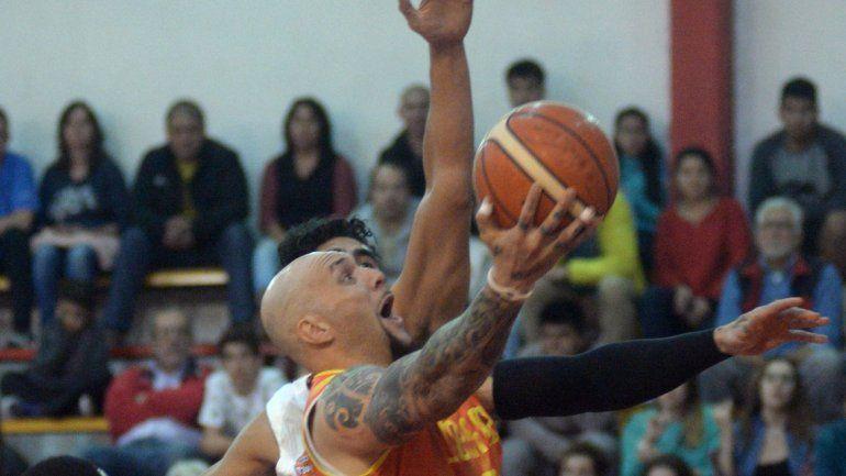Piuma es uno de los pilares en el joven equipo de Santángelo.